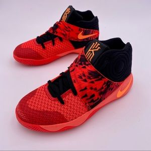 """Nike KYRIE 2 """"INFERNO"""" Youth SNEAKER"""